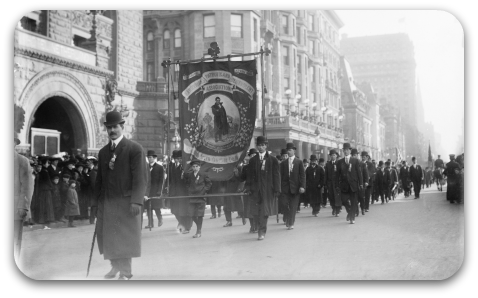 St._Patrick_Parade_Fifth_Ave._New_York_1909.png